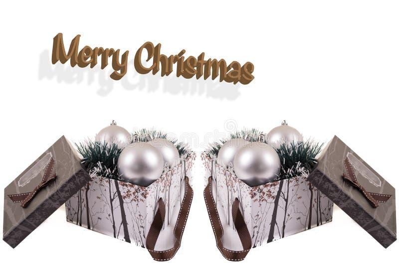 Apra il contenitore di regalo con le palle d'argento del christmast dentro in un fondo bianco fotografia stock libera da diritti
