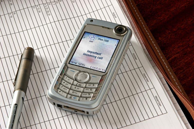 Apra il dispositivo di piegatura, squillo del telefono fotografie stock