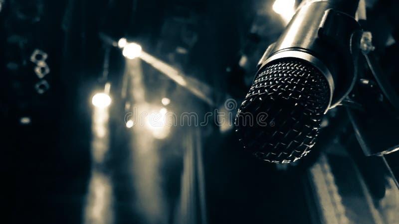 Apra il microfono immagine stock
