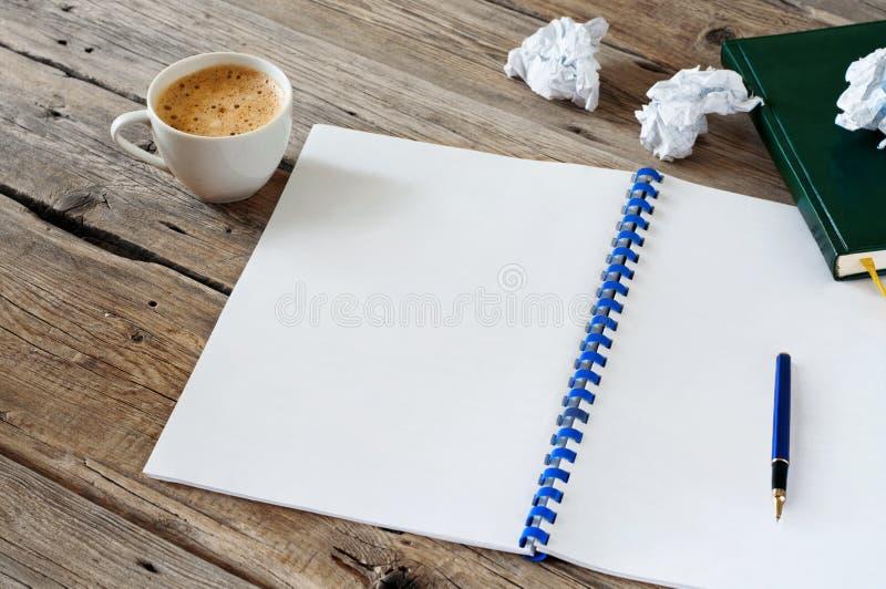 Apra il taccuino con i white pages vuoti immagine stock libera da diritti