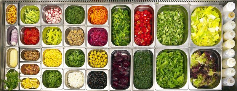 Apra la barra di insalata del buffet immagini stock libere da diritti