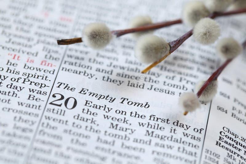 Apra la bibbia con testo in John 20 circa la risurrezione immagini stock libere da diritti