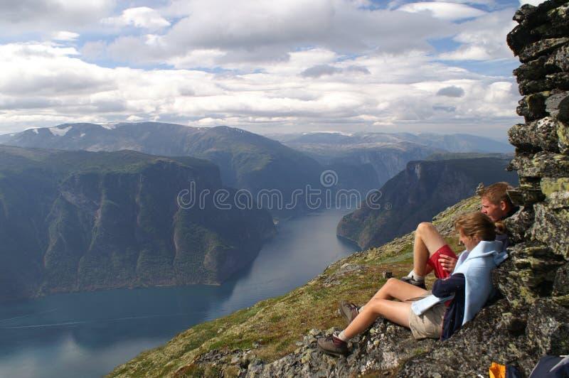 Apreciando o Aurlandsfjord fotos de stock