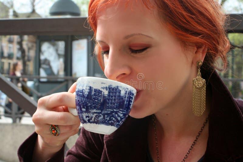 Apreciando o café 2 fotografia de stock