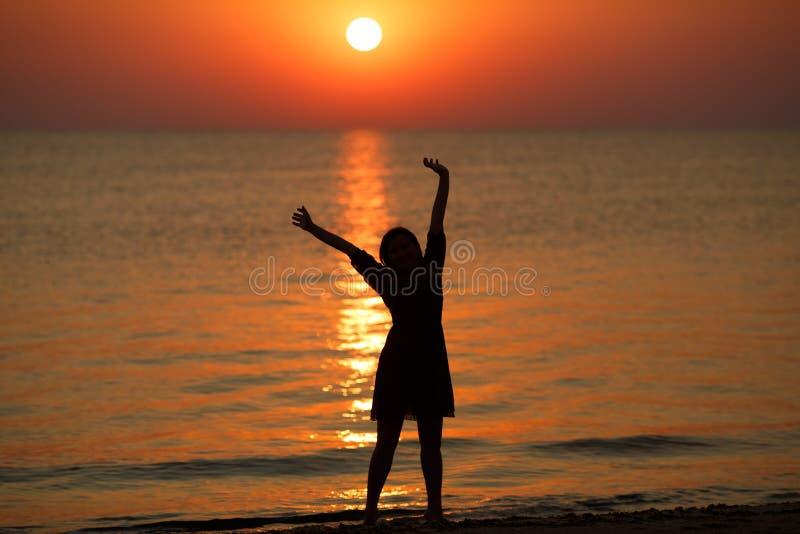 Apreciando o nascer do sol imagem de stock royalty free