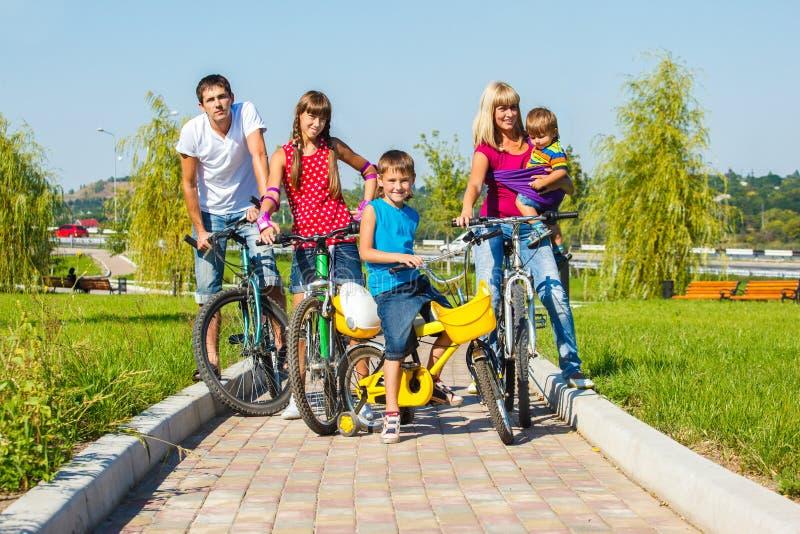 Apreciando o passeio da bicicleta imagem de stock royalty free