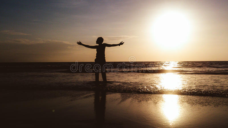 Apreciando o por do sol foto de stock royalty free