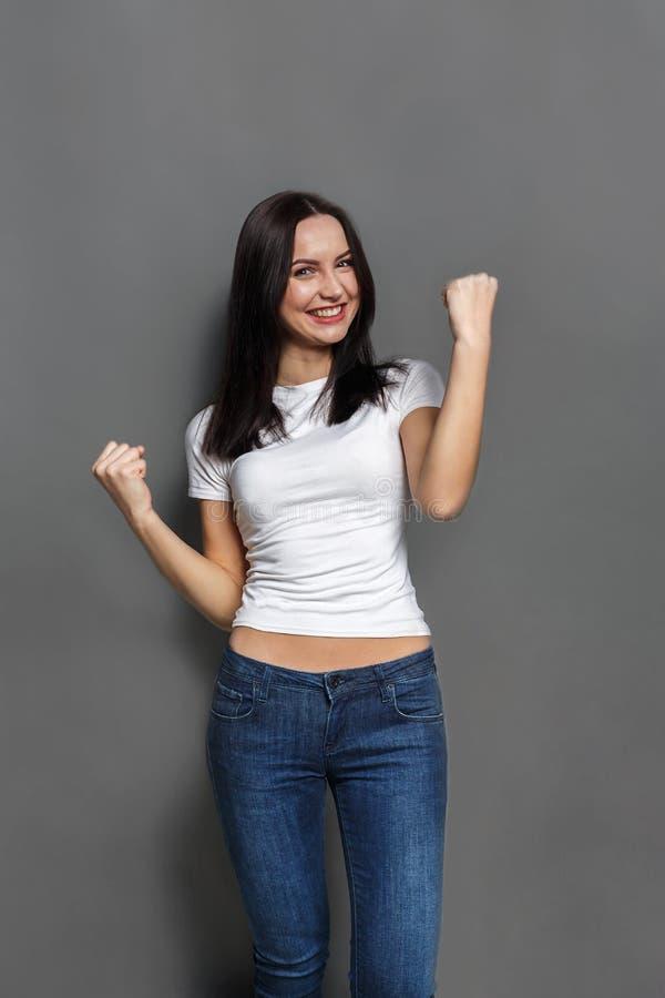 Apreciando o sucesso Mulher feliz orgulhosa da realização imagens de stock