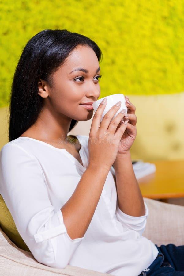 Apreciando a ruptura de café imagens de stock royalty free