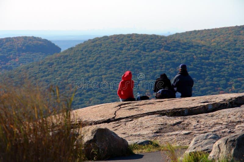 Apreciando a vista na montanha do urso fotografia de stock royalty free