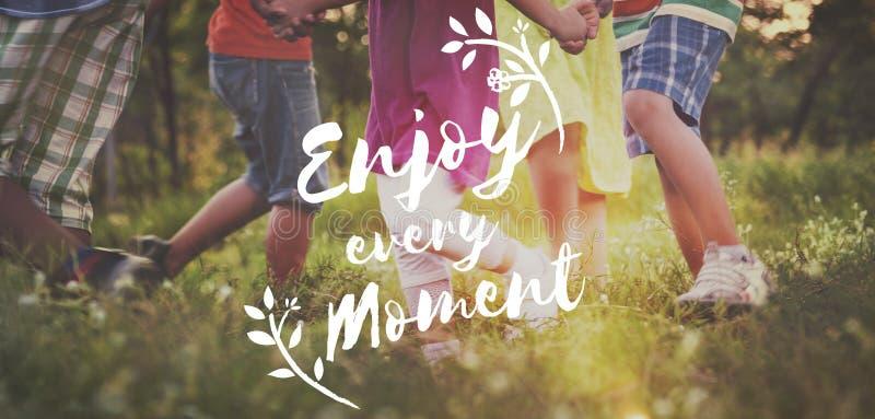 Aprecie o conceito do divertimento da liberdade do estilo de vida da felicidade imagem de stock