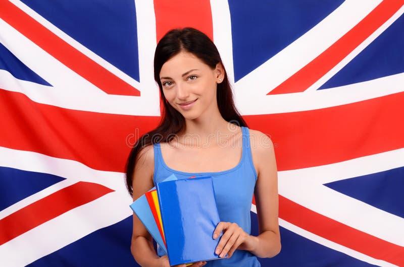 Aprenda o inglês Estudante bonito que guarda livros, capa do livro vazia azul foto de stock