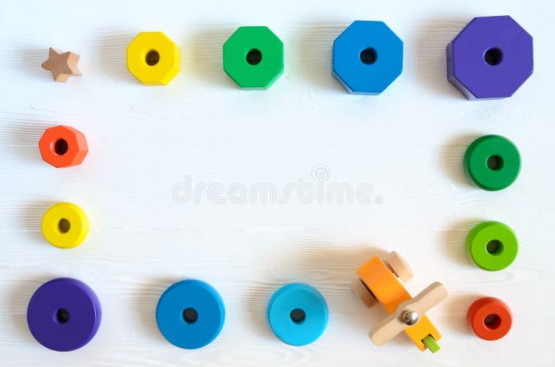 Aprendendo brinquedos desenvolventes das crianças Classificador da forma, pilha geométrica foto de stock