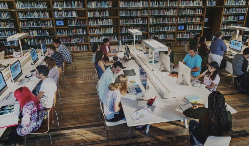 Aprendendo a inspiração da inteligência da biblioteca caçoa o conceito imagens de stock