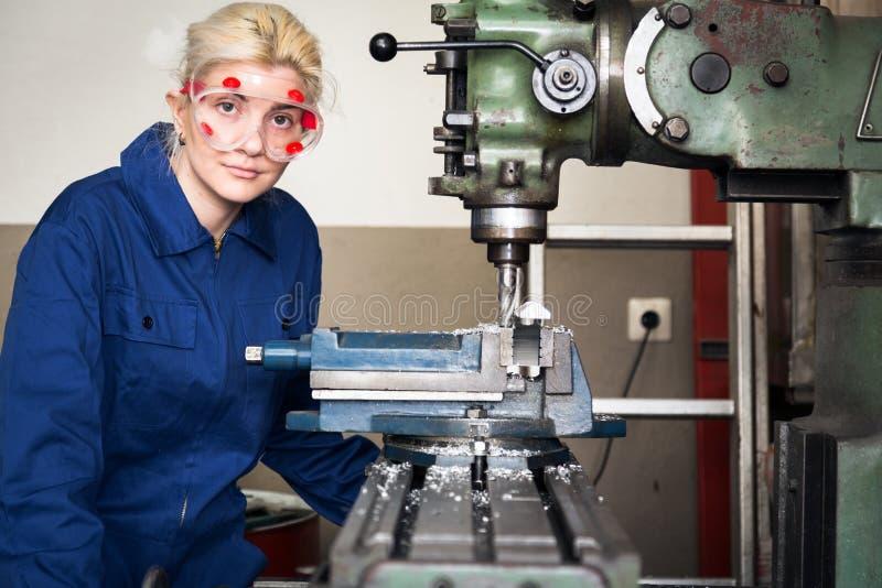 Aprendiz joven del mecánico foto de archivo libre de regalías