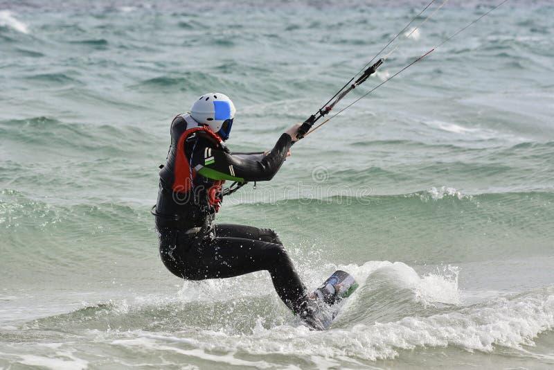 aprendizagem como a kiteboarding imagem de stock