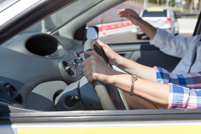 Aprendizagem conduzir um carro Escola de condução Educação do motorista fotografia de stock royalty free