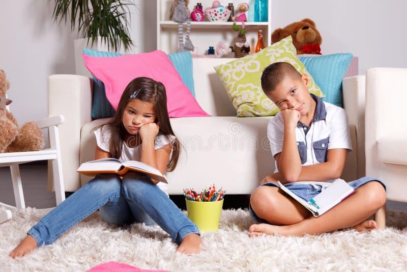 Aprendizagem do ódio das crianças imagens de stock