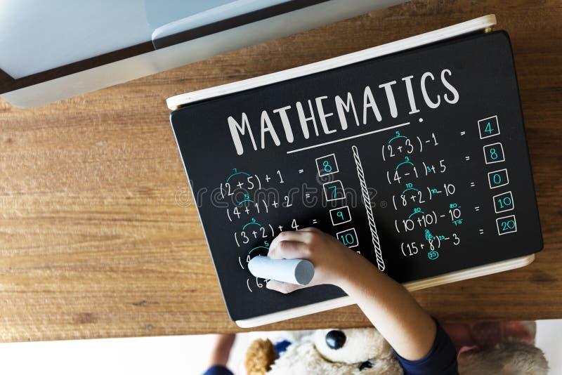 Aprendizaje de concepto de enseñanza del cálculo de las matemáticas de la educación imagen de archivo