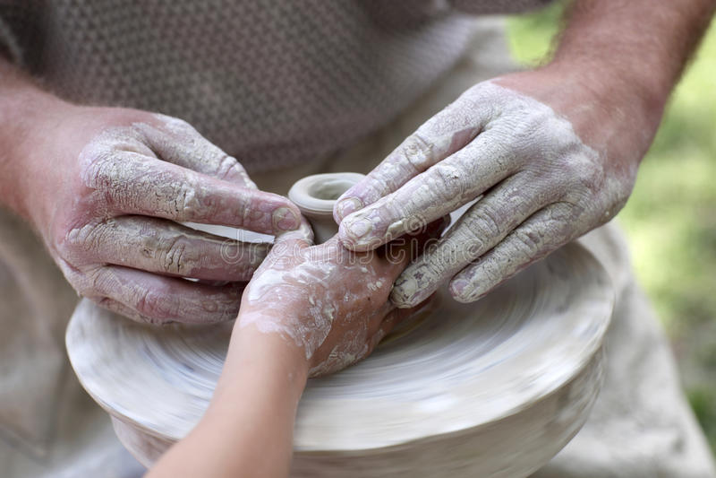 Download Aprendizaje de la cerámica imagen de archivo. Imagen de parte - 42440169