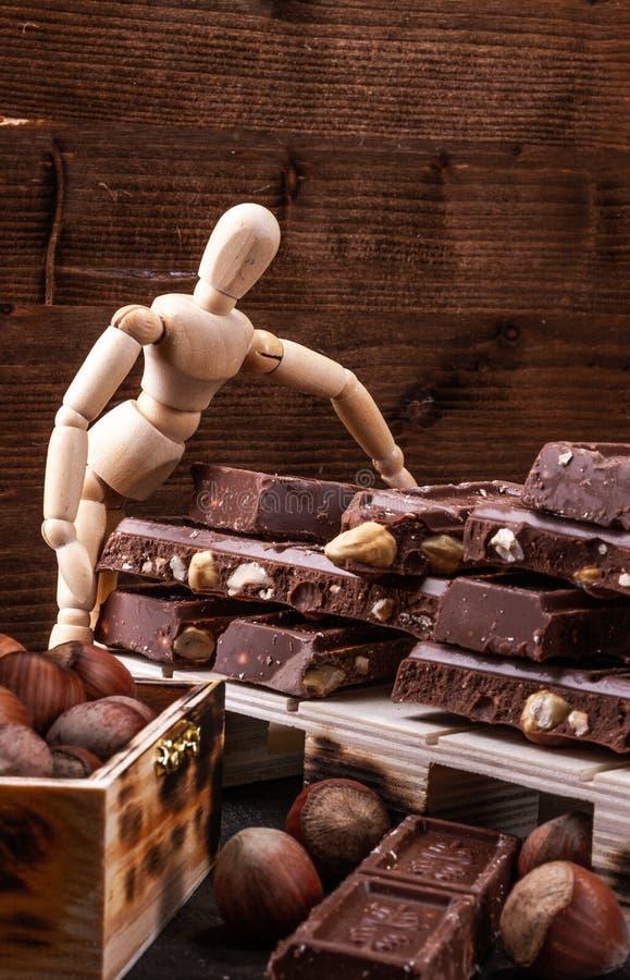A apresentação Presentig do modelo uma produção e embalagem de um chocolate foto de stock