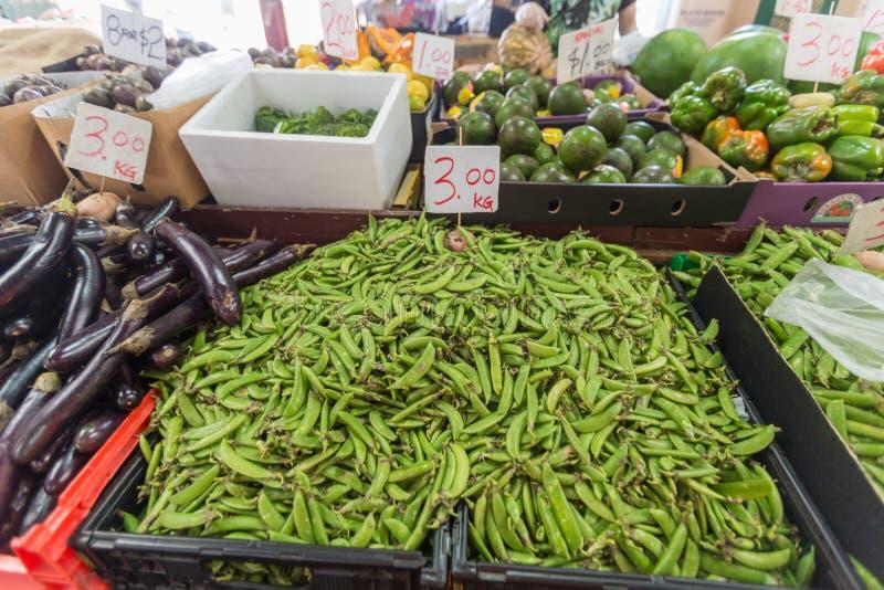 Apresurar el mercado de la fruta y verdura en Funchal Madeira imagen de archivo libre de regalías