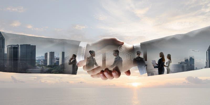 Apretón de manos del negocio como símbolo del trato fotografía de archivo
