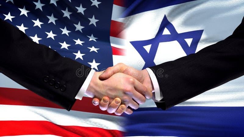 Apretón de manos de Estados Unidos y de Israel, amistad internacional, fondo de la bandera foto de archivo libre de regalías