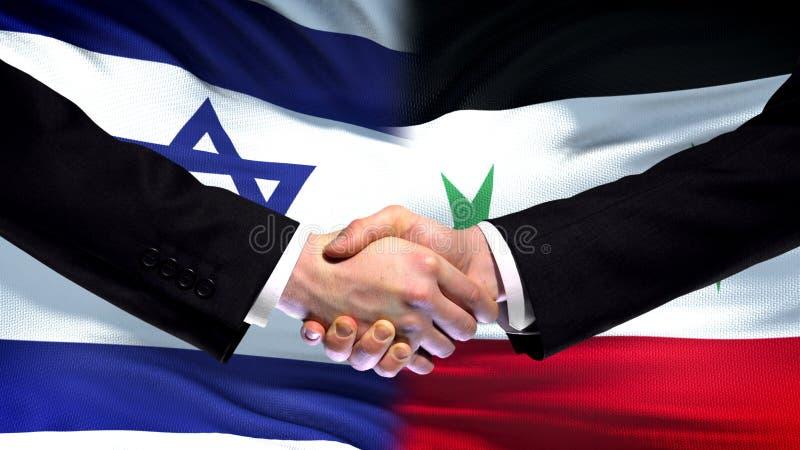 Apretón de manos de Israel y de Siria, relaciones internacionales de la amistad, fondo de la bandera foto de archivo libre de regalías