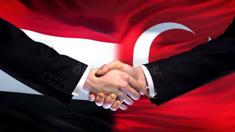 Apretón de manos de Siria y de Turquía, cumbre internacional de la amistad, fondo de la bandera foto de archivo libre de regalías