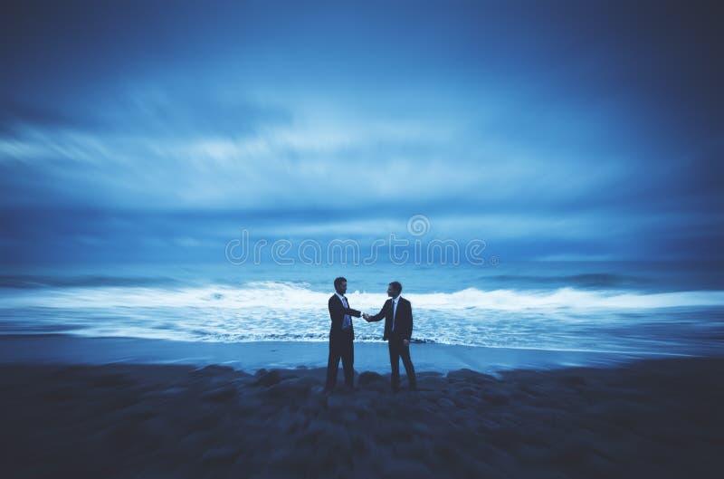 Apretón de manos Team Collaboration Partnership Concept de los hombres de negocios fotografía de archivo