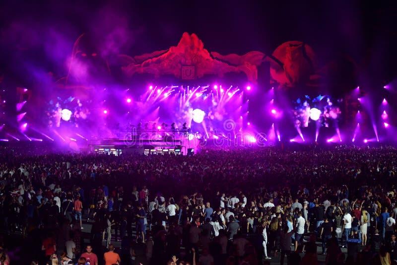 Apriete, los millares de gente en el festival de música imagen de archivo libre de regalías