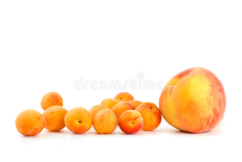 aprikosar få en persika arkivbild