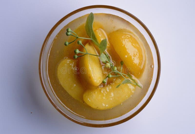 Aprikose und Limettenblütesuppe stockfoto