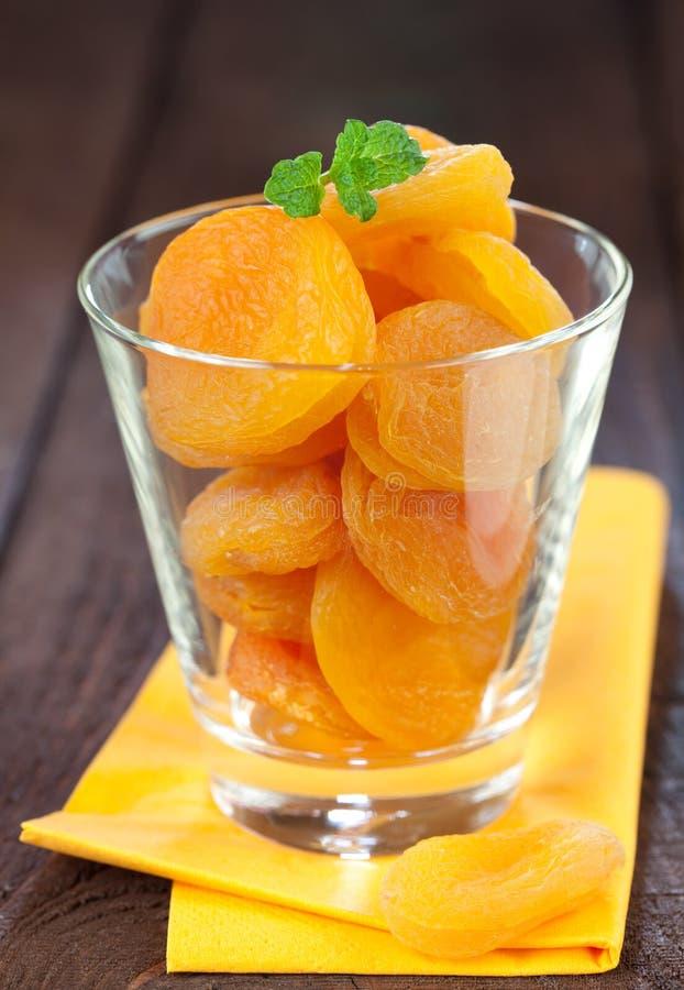 Aprikosen in einem Glas stockfotos