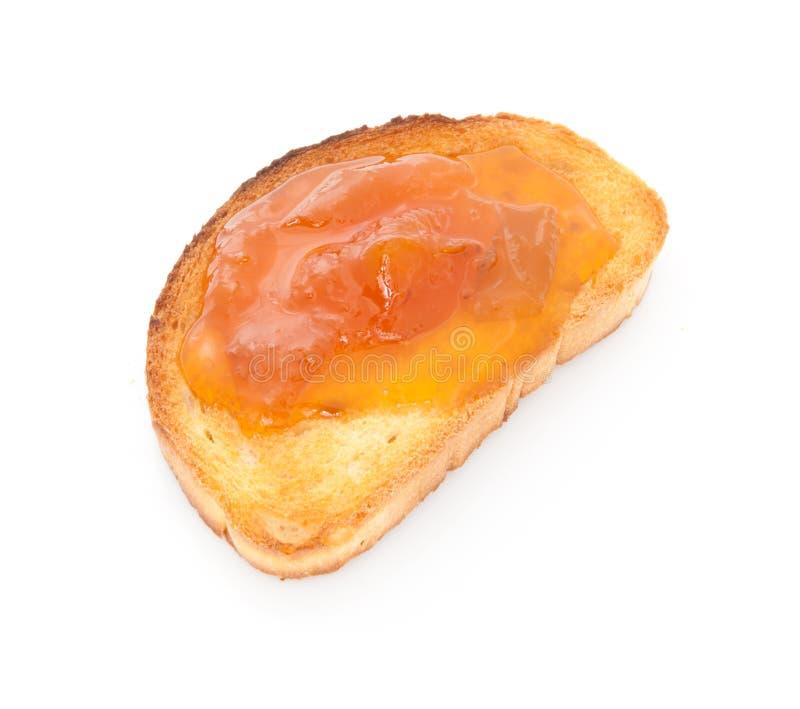 Aprikosenmarmelade über dem Toast getrennt stockbild