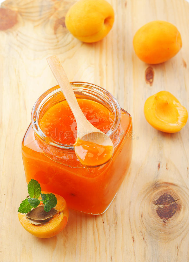 Aprikosenmarmelade stockbilder