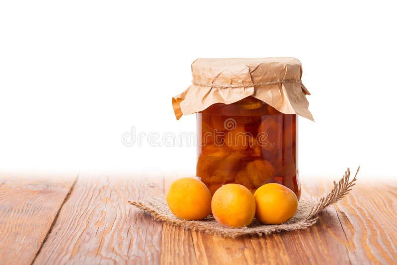 Aprikosenmarmelade in einem Glas stockfoto