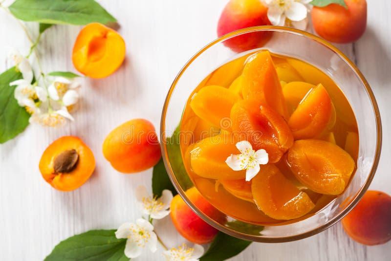 Aprikoskompott arkivfoton