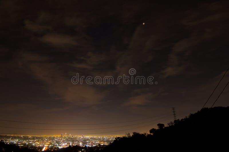 14 april, 2014 (4/14/2014) - de Totale Maanverduistering van de Bloedmaan over Los Angeles Van de binnenstad, Californië royalty-vrije stock fotografie
