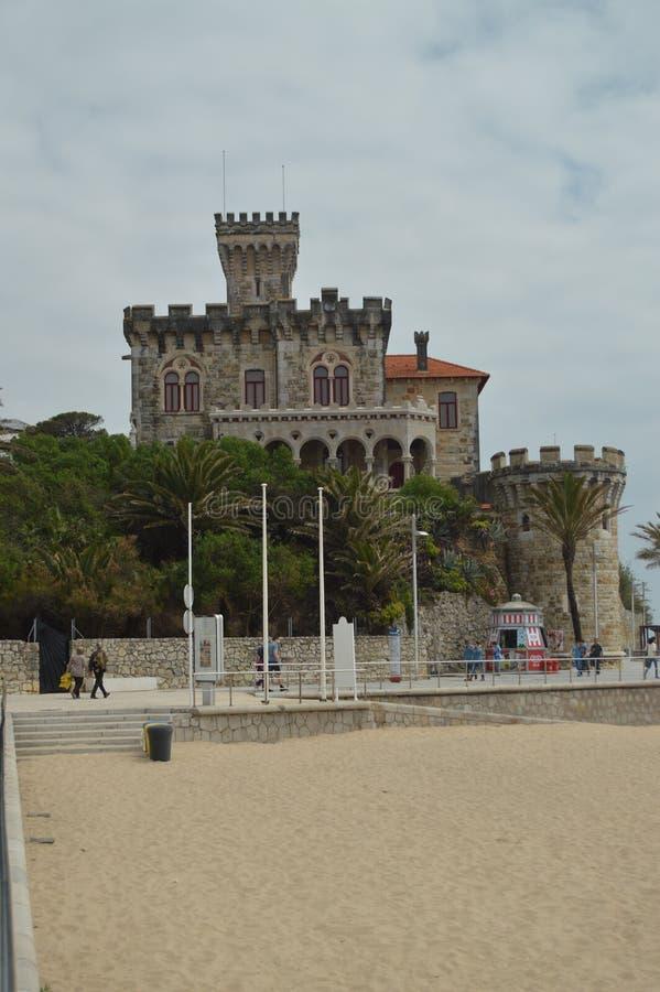 April 15, 2014 Estoril Cascais, Sintra, Lissabon, Portugal Trevligt fort av den arga datummärkningen i århundradet som XVII byggs fotografering för bildbyråer