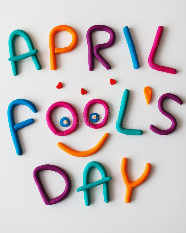 April Fools Day-Phrase gemacht von den bunten Buchstaben des Plasticine auf Hintergrund lizenzfreies stockfoto