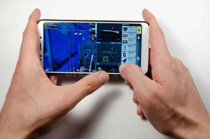 April, 2019 Kramatorsk, de Oekra?ne Mobiele toepassingsans spelen stock fotografie