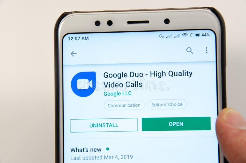 April 2019 Kramatorsk, Ukraine Bewegliches Anwendung Google-Duo auf einem weißen Smartphone lizenzfreies stockfoto
