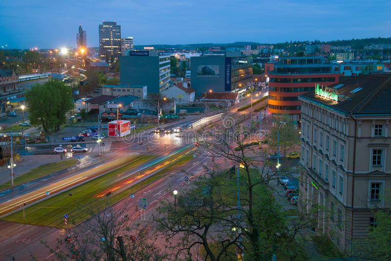 April-schemering in moderne Brno, Tsjechische Republiek royalty-vrije stock afbeeldingen