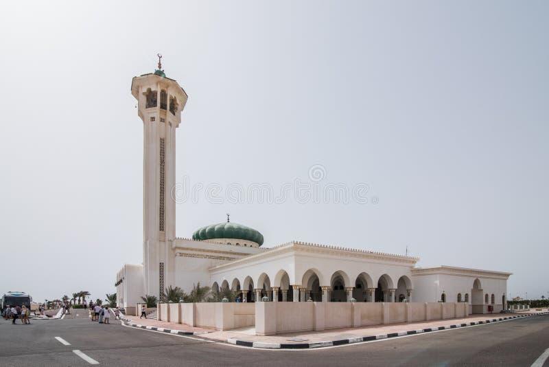 April 2018 - Sharm-el-Sheikh, Ägypten Sonnenuntergang nahe Mubarak Mosque, islamisch Egypt Große Moschee im Sharm-el-Sheikh lizenzfreie stockfotografie