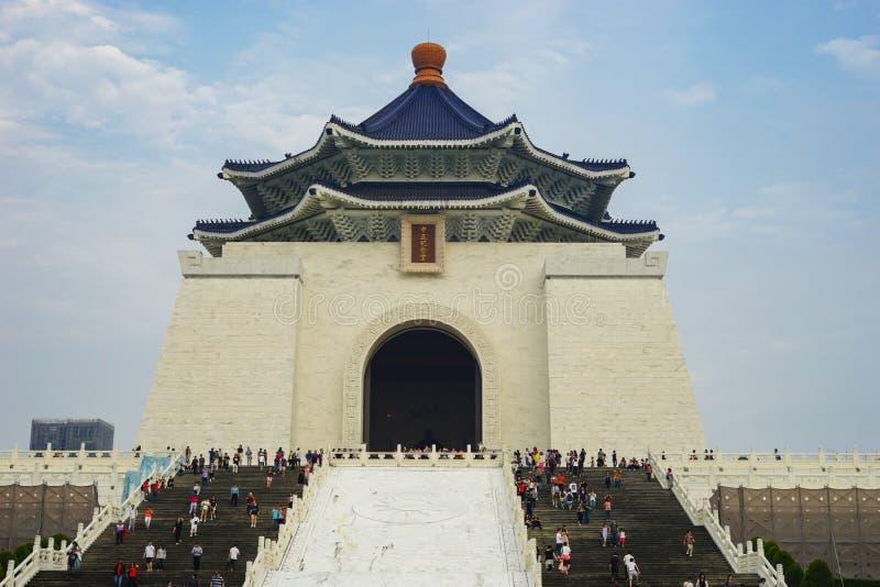 21. April 2018 - Teipei, Taiwan: Unbekannte Touristen, die nationale Chiang Kai-shek Memorial Hall besuchen stockfotos