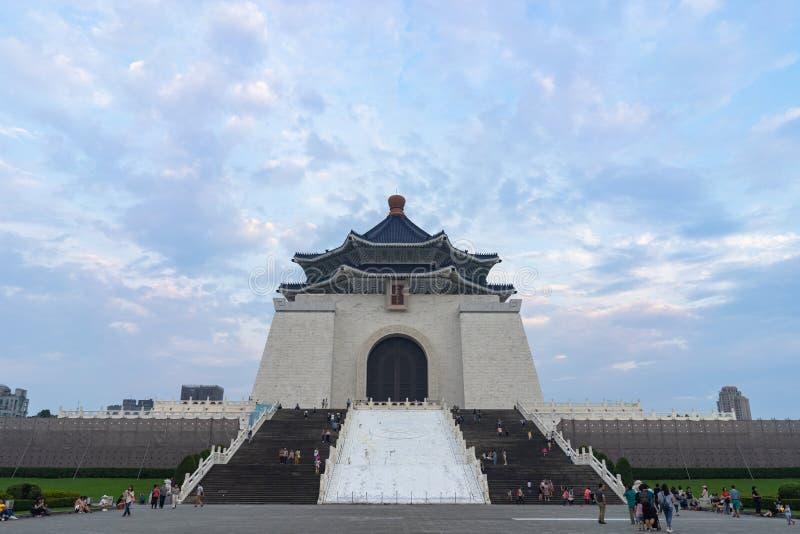 21. April 2018 - Teipei, Taiwan: Unbekannte Touristen, die nationale Chiang Kai-shek Memorial Hall besuchen stockfoto