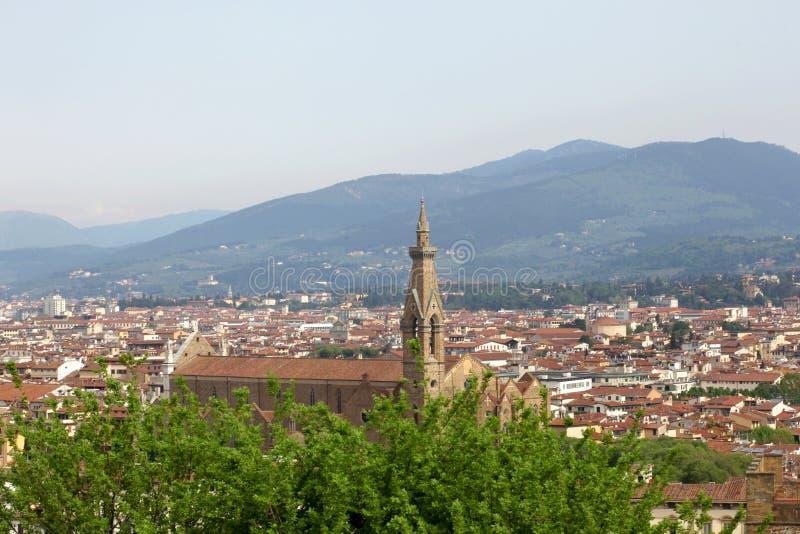 22 aprile 2019, Firenze, Italia: la chiesa del punto di vista di Santa Croce dalla cima con lo spazio della copia per il vostro t immagini stock