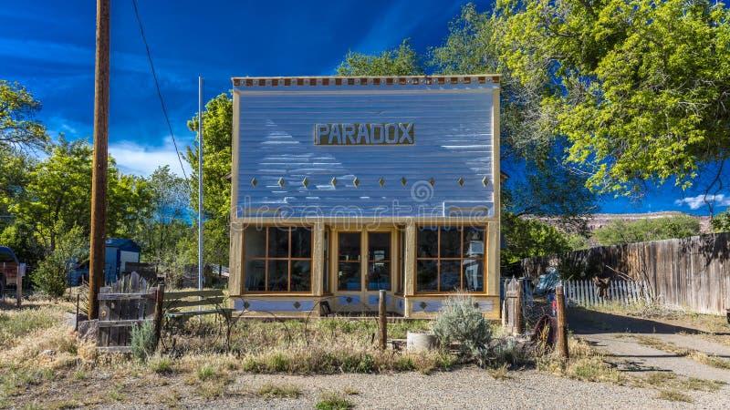 27 aprile 2017 - PARADOSSO COLORADO - parte anteriore di Paradox Store, fuori dall'itinerario 90 dello stato, Colorado occidental immagine stock libera da diritti